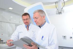 v.l.n.r. Priv.-Doz. Dr. Maximilian I. Ruge und Prof. Dr. Martin Kocher