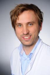 Dr. Henning Grüll