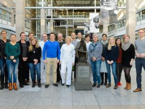 Enge Kooperation am Standort Köln zwischen dem Labor für Experimentelle Immunologie (Prof. F. Klein), Klinische Infektiologie (Prof. F. Fätkenheuer), Infektionsambulanz (Priv.-Doz Dr. C. Lehmann) und externen Partnern