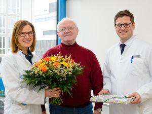 Prof. Dr. Dirk Beutner und Dr. Ruth Lang-Roth bedankten bei Heinrich Remagen für das großartige Engagement