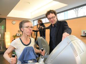 Priv.-Doz. Dr. Freerk Baumann auf der Fläche der Onkologische Trainingstherapie (OTT) in der Uniklinik Köln