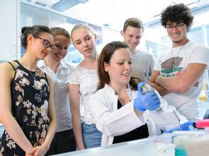Einblick in die Arbeitswelt von Wissenschaftlern und Medizinern, Foto: Uniklinik Köln
