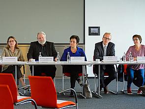 v.l. Prof. Dr. Rita Schmutzler, Prof. Dr. Dr. h.c. du Bois, Dr. Barbara Zimmer, Dirk Ruiss, Ursel Wirz