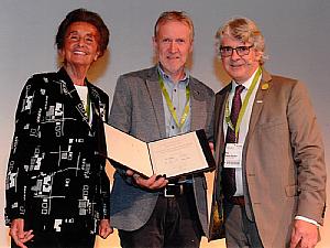 (v.l.) Prof. Dr. Karin Schorn (Vorsitzende des Stiftungsbeirats), Prof. Dr. Martin Walger (Uniklinik Köln) und Martin Blecker (Präsident der Europäischen Union der Hörakustiker), Foto: EUHA