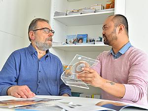 Parkinson Nurse Richard Dano informiert Patienten und Angehörige in der neuen Beratungsstelle.