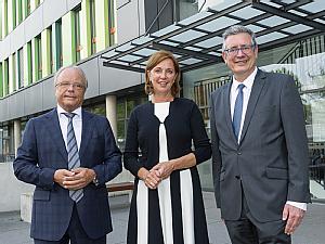 v.l. Prof. Dr. Bernd Böttiger, Yvonne Gebauer und Prof. Dr. Edgar Schömig, Foto: Uniklinik Köln