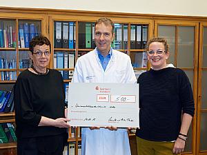 Annette Tänzer, Prof. Dr. Jörg Dötsch und Rike Tänzer, Foto: Uniklinik Köln