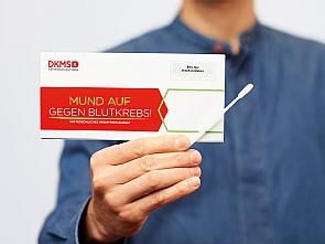 DKMS Registrierungsset, Foto: Valéry Kloubert für DKMS