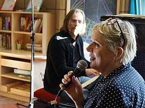 Friso Lücht und Anne Rixmann beim Mitsingkonzert in der Palliativmedizin, Foto: Uniklinik Köln
