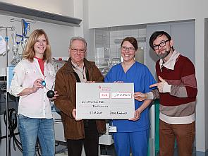 Bei der Spendenübergabe im Perinatalzentrum, Foto: Uniklinik Köln
