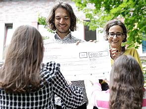 Die Ärzte ohne Grenzen freuen sich über die Spende der Jugendlichen, Foto: Dorothea Hensen