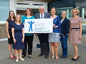 Gesundheitsminister Karl-Josef Laumann (M.) mit dem Team des Kompetenzzentrums, Foto: Michael Wodak