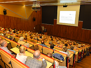 Volle Reihen bei der Eröffnung, Foto: Klaus Schmidt