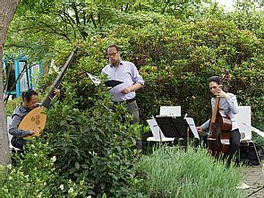 Die Musiker im Garten des Zentrum für Palliativmedizin, Foto: Alexandra Fingas