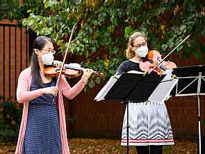 Das Duo Apollonia: Ye-Young Hwang (Violine) und Johanna Brückner (Viola) (v.l.), Foto: Michael Wodak
