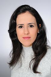 Dr. Julia Simoes Correa Galendi