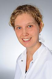 Dr. Stefanie Bastek