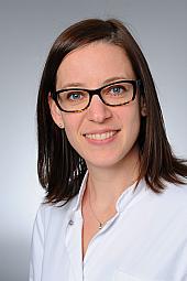 Dr. Julia Kaminski